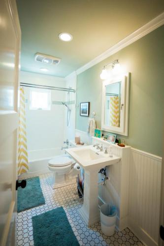 Bungalow Bath Room
