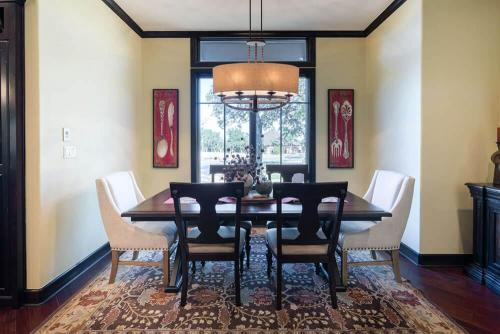Contemporary Texas Hill Country Breakfast Room