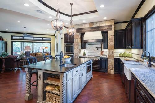 Contemporary Texas Hill Country Kitchen